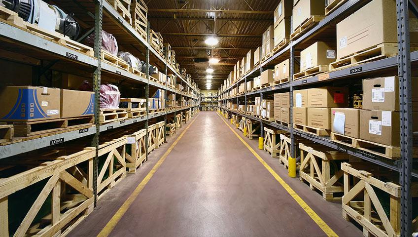 Lager und Logistik Experte Lagerhalle mit Regalen